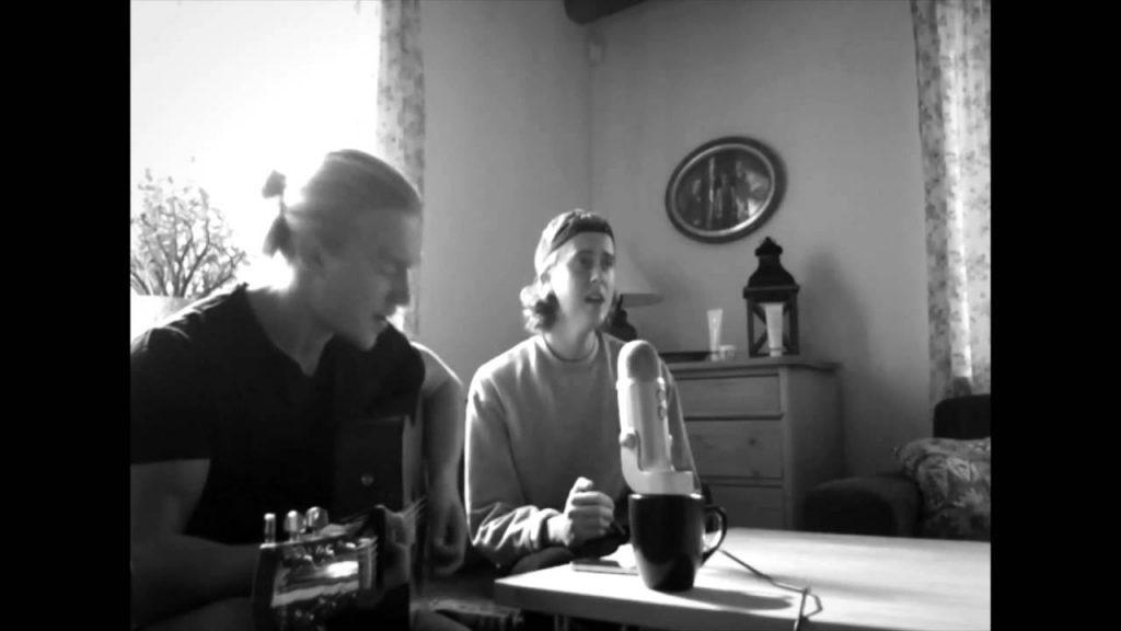 Två svenska killar tolkar en otroligt bra och känd låt – du kommer inte tro dina öron!