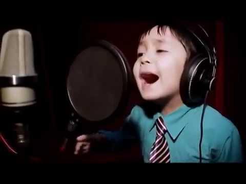 Bara 4 år gammal men sjunger som Whitney Houston – Otroligt!
