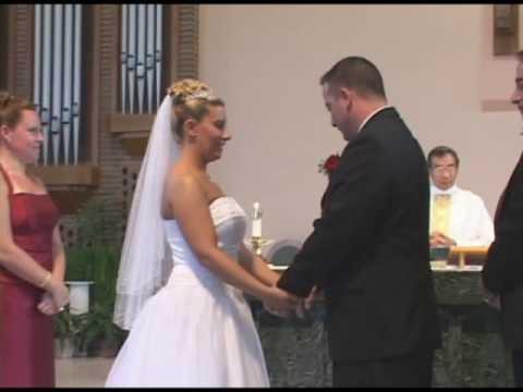 Bruden får en skrattattack när bestmannen gör det här mitt under ceremonin!