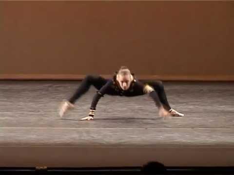 Hon ställer sig som en spindel men hennes nästa drag överraskar hela publiken!