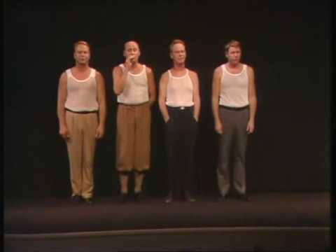 4 män i nätbrynja kliver upp på scenen. Sen sätter de svensk musikhistoria med denna underbara låt!