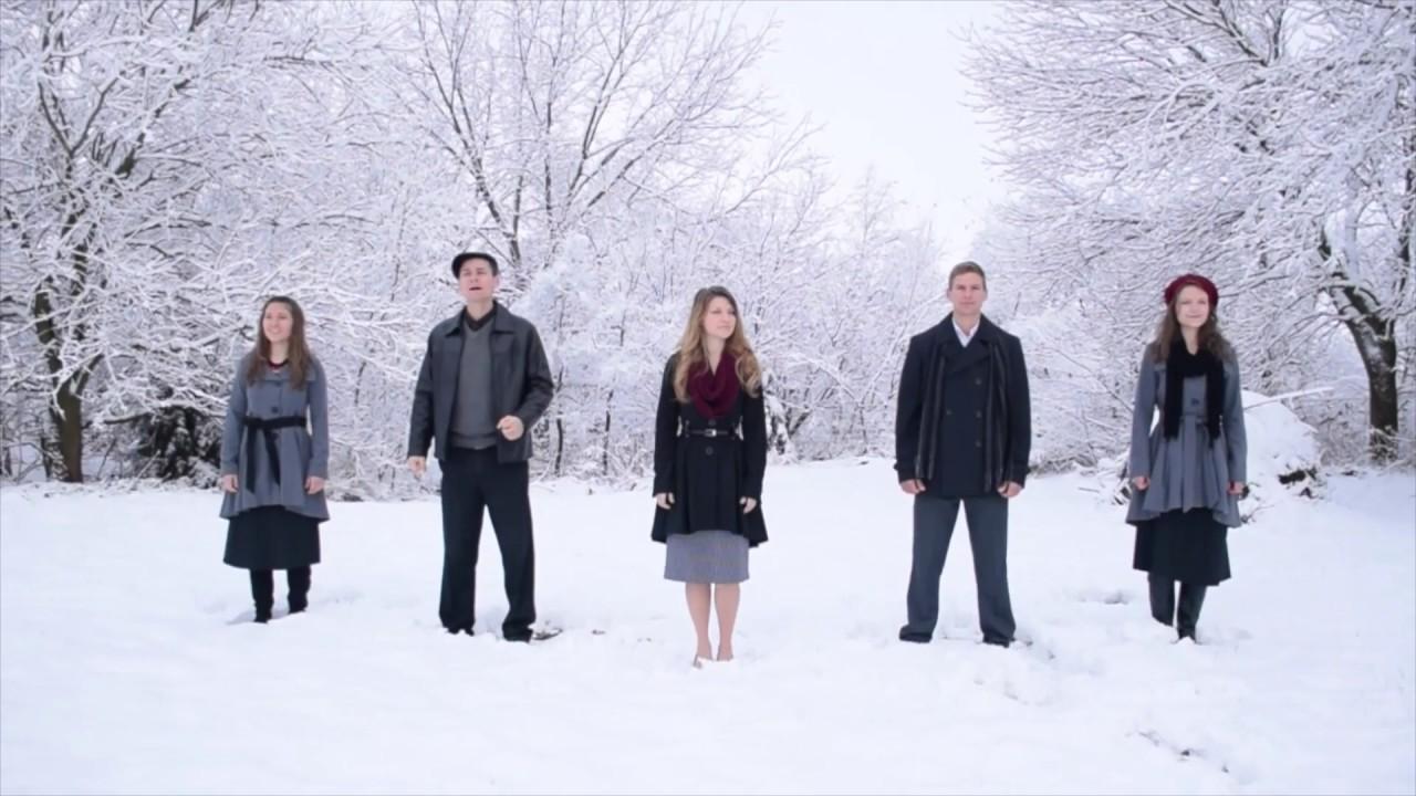 5 syskon står uppställda på rad. Lyssna nu när de skapar magi med denna klassiska jullåt!