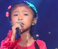 5-åringen gör sig redo för att sjunga inför miljoner tittare. 5 sekunder senare? Herregud!